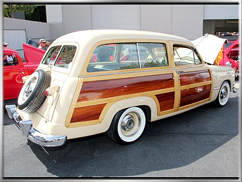 1951-Ford-Woody-Super-Deluxe-1