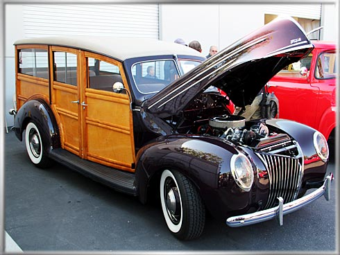1940-Ford-Deluxe-Woodie-1 (1)