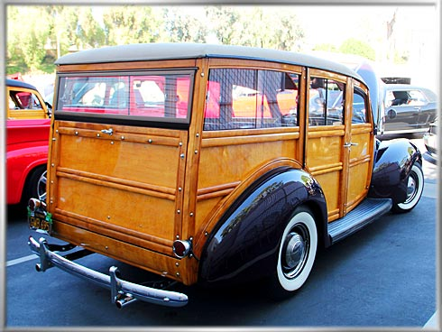 1940-Ford-Deluxe-Woodie-3 (1)