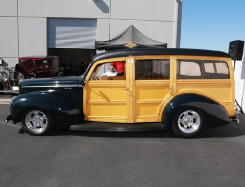 1940-Ford-Deluxe-Woodie-3