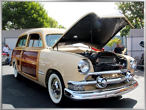 1951-Ford-Woody-Super-Deluxe-2
