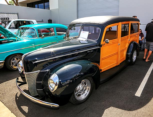 1940-Ford-Deluxe-Station-Wagon-1