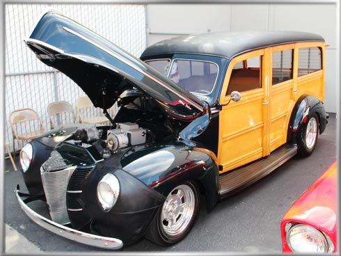 1940-Ford-Deluxe-Woody-1