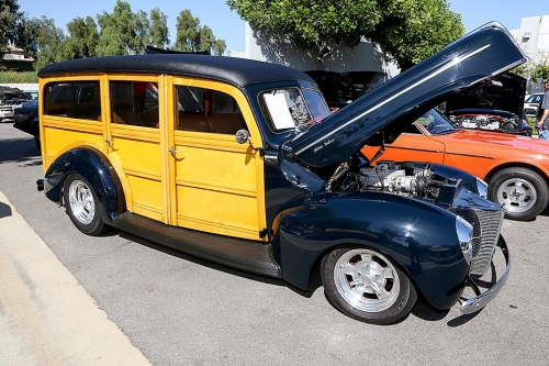 1940-Ford-Delux-Woody-1