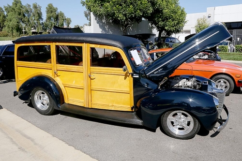 1940-Ford-Delux-Woody-3