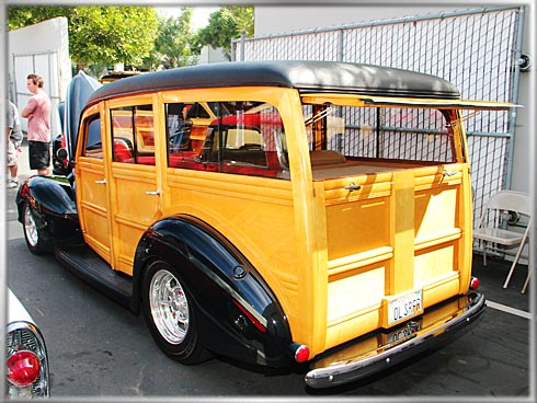 1940-Ford-Deluxe-Woody-2